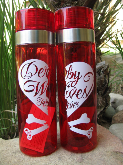 derby_wife_water_bottles_full2_use